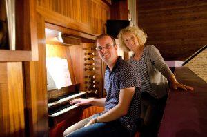 Orgelconcert en zang in lege kerk-luistert u mee?